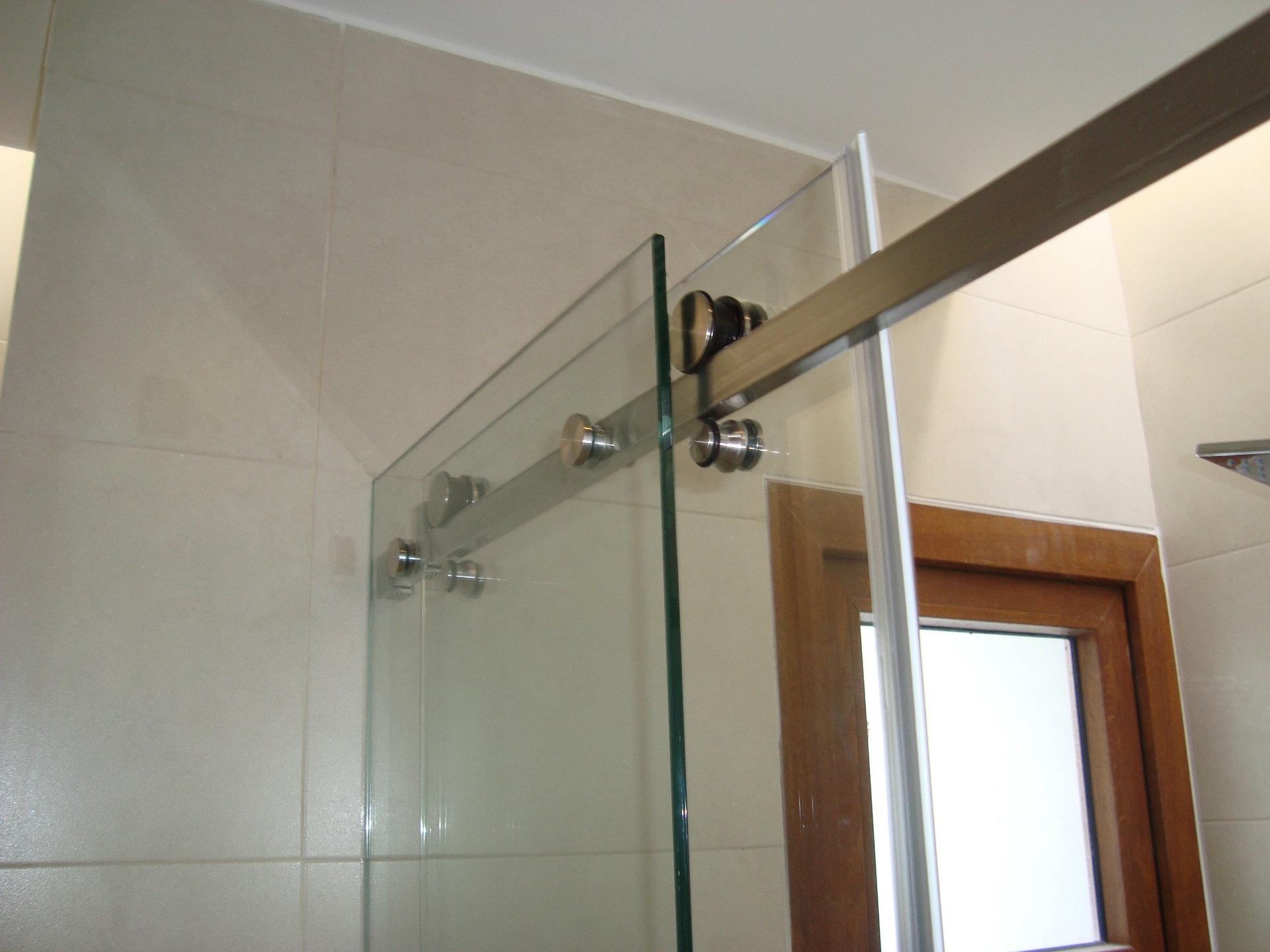 Cortinas de ba o vidrio templado for Accesorios para cortinas de bano