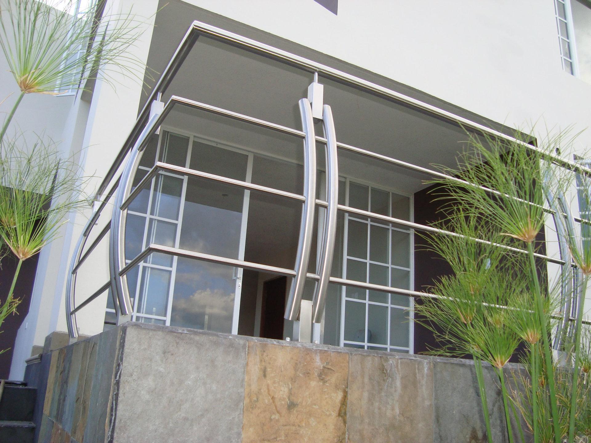 Pasamanos con postes curvos metalmachine - Pasamanos de acero ...